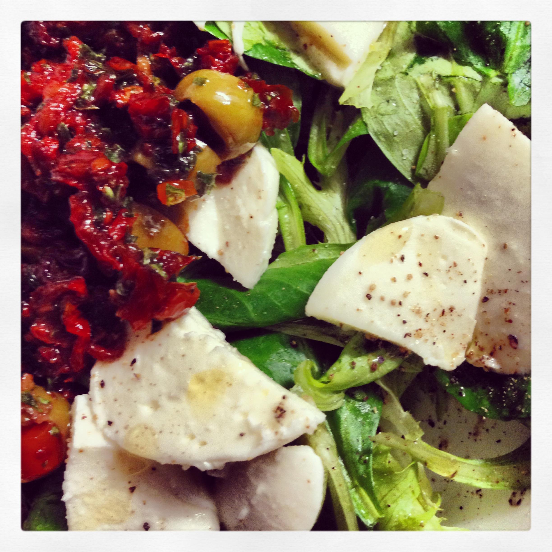Mozzarella-Salat mit Tomatendressing